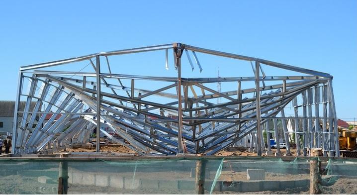 Деформации ЛСТК при обрушении здания